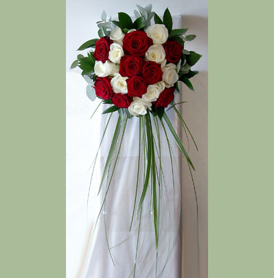 Wedding Flowers Bolton, Brides Trailing Posy Style Bouquet
