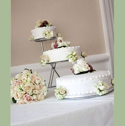 Wedding Floristry, Cake with fresh flowers